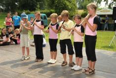rodáci Vodokrt aKnih vystoupení děti ZŠ 5.7.2009